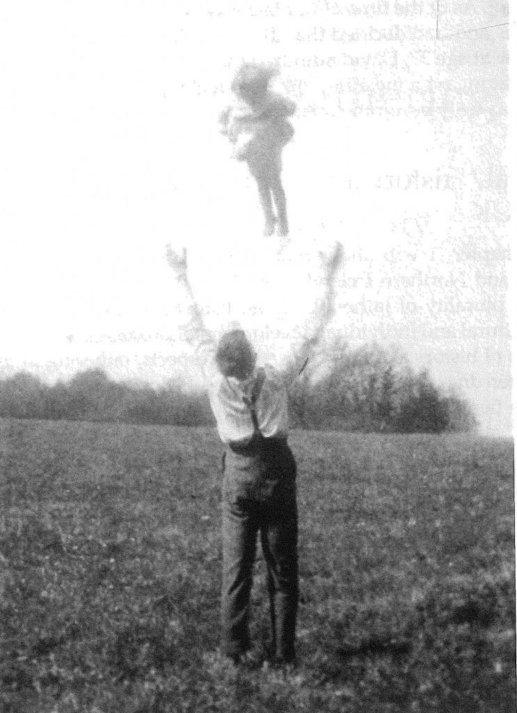 Vater wirft Kind-UK-1924-groß